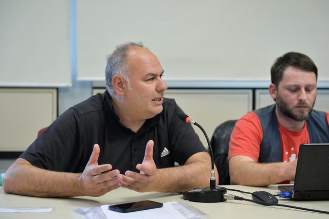 Reunião sobre a Lei do Circo de Porto Alegre. Na foto, ao microfone, o representante do Sindicato dos Artistas e Técnicos em Espetáculos e Diversões do Rio Grande do Sul (SATED-RS), Marcelo da Cunha.