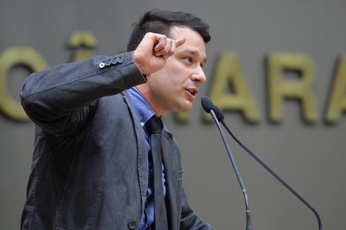 Movimentações de plenário. Na foto, na tribuna, o vereador Leonal Radde.