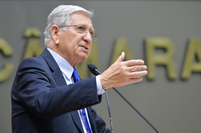 Movimentações de plenário. Na foto, na tribuna, o vereador João Carlos Nedel.