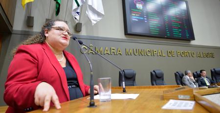Maria Regina defendeu melhor formação de profissionais de educação e saúde sobre este tema
