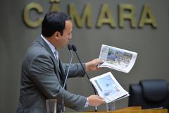 Movimentações de plenário. Na foto, na tribuna, o vereador Moisés Barboza.