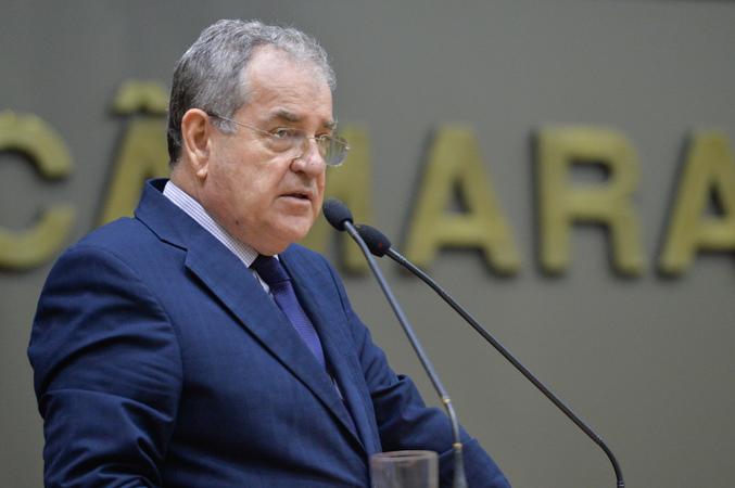 Movimentações de plenário. Na foto, na tribuna, o vereador Idenir Cecchim. (Foto: Giulia Secco/CMPA)