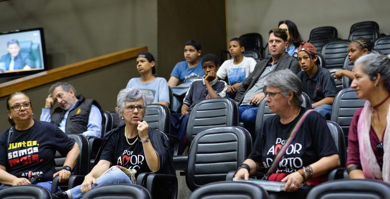 Movimentações de plenário. Manifestações nas galerias. (Foto: Giulia Secco/CMPA)