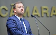 Movimentações de plenário. Na foto, na tribuna, o vereador Andrés Carús.