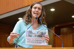 Movimentações de plenário. Na foto, na tribuna, a vereadora Sofia Cavedon.