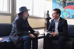 Presidente recebe o poeta Luiz de Miranda.