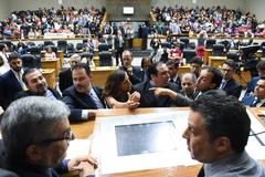 Vereadores em Plenário na sessão desta segunda-feira