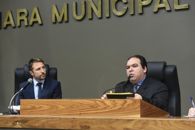 Reunião da CCJ convocada dutante Sessão Ordinária. Na foto, presidente da comissão, vereador Dr. Thiago (à dir.) e vereador Mendes Ribeiro