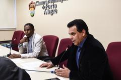 Vereadores Tarciso Flecha Negra (ao fundo) e Alvoni Medina, durante a reunião da Cece