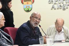 Reunião sobre política de ações culturais para as Pessoas idosas em Porto Alegre. Na foto, representante da Coordenadoria Municipal do Idoso
