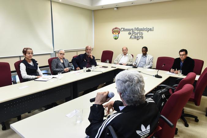 Reunião sobre política de ações culturais para as Pessoas idosas em Porto Alegre.