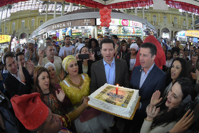 Comemorações dos 149 anos do Mercado Público. Na foto: presidente da CMPA, vereador Valter Nagelstein (terno azul marinho)