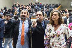 A renovação havia sido requerida por 16 vereadores. Na foto, Dr. Thiago (c), Clàudio Janta e Sofia Cavedon.