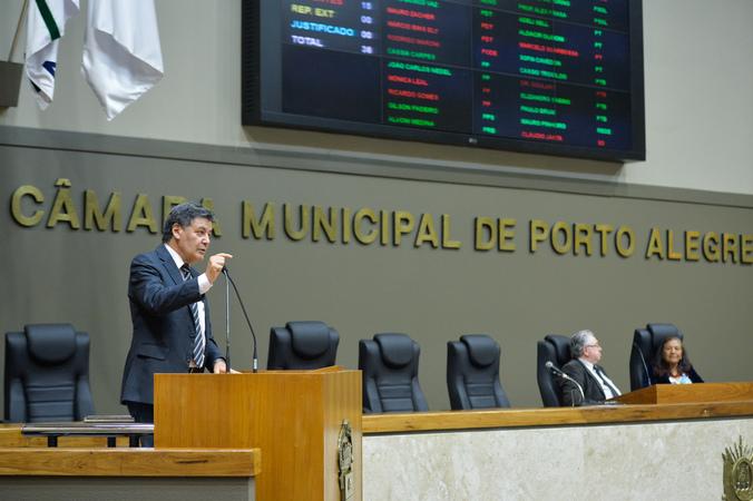 Período de Comunicações em homenagem ao Dia do Idoso. Na foto, na tribuna, o vereador Cassiá Carpes.