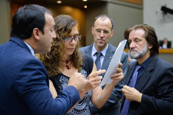 Movimentações de plenário. Na foto, os vereadores Moisés Barboza, Sofia Cavedon, Professor Alex Fraga e Aldacir Oliboni.