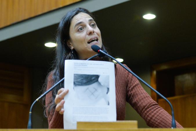 Movimentações de plenário. Na foto, na tribuna, a vereadora Fernanda Melchionna.