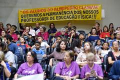 Período de Comunicações em comemoração ao Dia do Professor, para homenagear a Escola Municipal de Ensino Fundamental Vereador Carlos Pessoa de Brum, pelo transcurso de seu 30º aniversário.