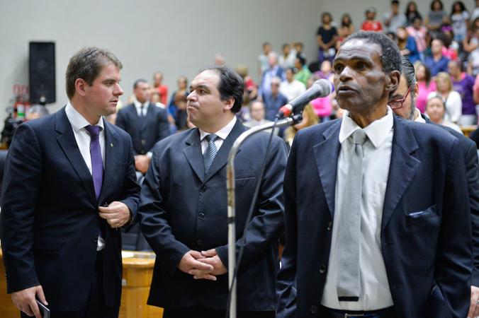 Tribuna popular sobre atraso no lançamento de edital para reabilitação de pessoas com deficiência visual em Porto Alegre, pela SMDSE. Na foto, os vereadores Tarciso Flecha Negra, Dr. Thiago e Márcio Bins Ely.
