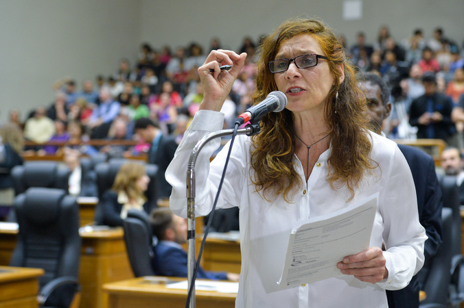 Tribuna popular sobre atraso no lançamento de edital para reabilitação de pessoas com deficiência visual em Porto Alegre, pela SMDSE. Na foto, a vereadora Sofia Cavedon.