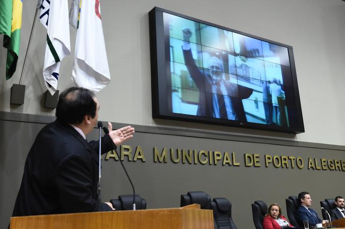 Vereador Dr. thiago faz homenagem ao ex-vereador Bernardino Vendruscolo