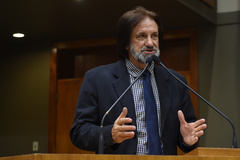 Vereador Aldacir Oliboni sugeriu o uso de Direito de Resposta