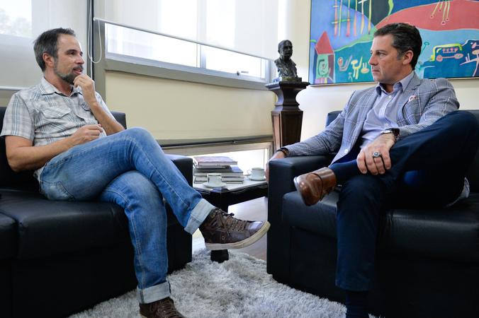 Reunião sobre o Opera Rock. Na foto, o presidente Valter Nagelstein e Clóvis Rocha.