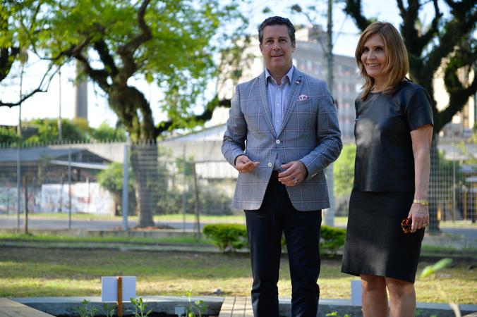 """Cerimônia de inauguração do """"Relógio do Corpo Humano"""". Na foto, o presidente Valter Nagelstein e a vereadora Mônica Leal."""