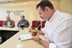 Reunião da Comissão de Constituição e Justiça. Na foto, os vereadores Adeli Sell, Dr. Thiago e Ricardo Gomes.