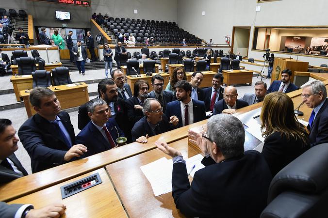 Movimentações de plenário.  Na foto, presidente em exercício Mônica Leal com lideranças