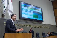 Movimentações de plenário. Na foto, ao microfone, o vereador Moisés Barboza.
