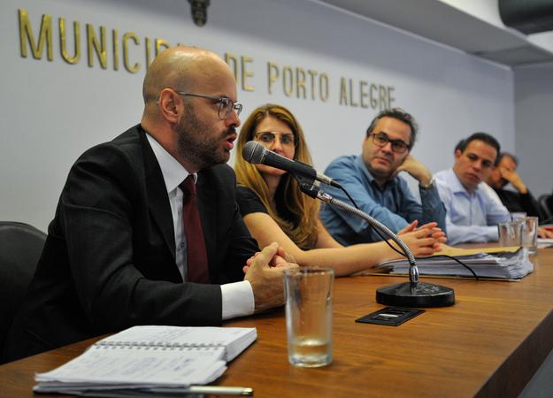 Ação de Reintegração de Posse da Cooperativa 2 de junho. Ao microfone, o procurador da PGE, Dr. César Rigo.