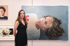 Mariana Riera e a pintura vencedora do Prêmio Aquisição