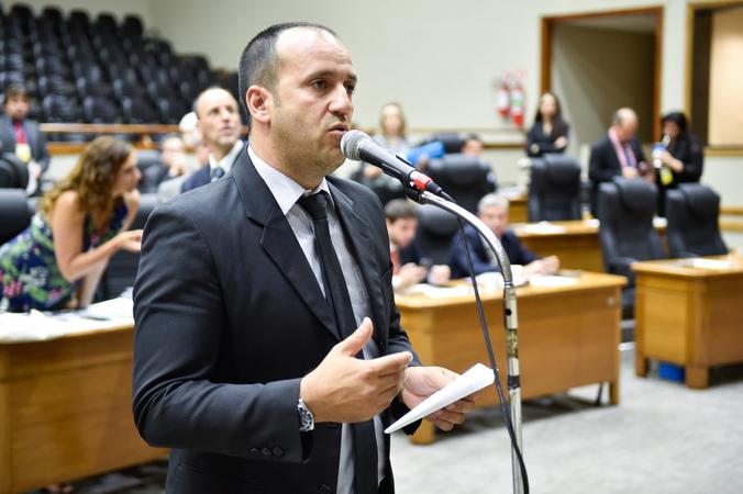 Movimentação de plenario. Vereador Moisés Barboza pede apreciação do projeto de Previdência Complementar.