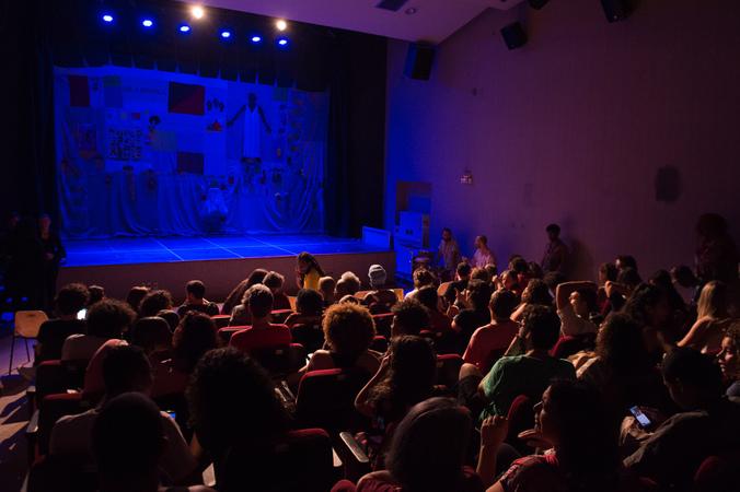 """Espetáculo """"Qual a Diferença entre o Charme e o Funk"""", do grupo Pretagô, na IV Mostra de Artes Cênicas e Música do Teatro Glênio Peres."""