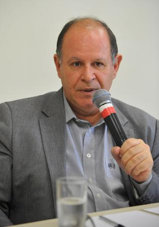 Reunião de prestação de contas do DMLU. Na foto, o representante do DMLU, René José Machado de Souza.