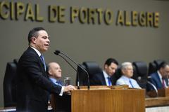 Sessão Solene de outorga de diploma de Cidadão de Porto Alegre ao pastor Adealberto dos Santos Dutra. Na foto, vereador Elizando Sabino, proponente