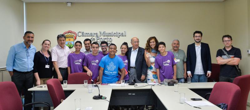 CECE recebe a equipe Lobóticos da Escola Municipal de Ensino Fundamental Heitor Villa-Lobos, no bairro Lomba do Pinheiro, vencedora do mundial de robótica Robocup Montreal 2018.