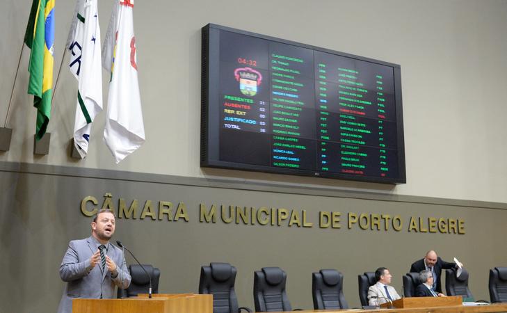 Movimentações de plenário. Na foto, o vereador André Carús.