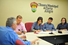 Reunião para debater Planos de Saúde. Na foto, o Sr. Mauro Safir, e os vereadores: André Carús, Comandante Nádia, José Freitas e Aldacir Oliboni.