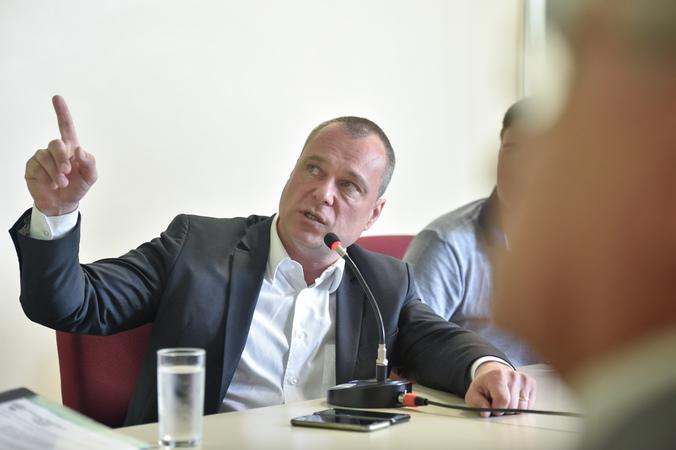 Reunião sobre o custo da saúde em Porto Alegre. Na foto o Secretário Municipal da Saúde Erno Harzheim.