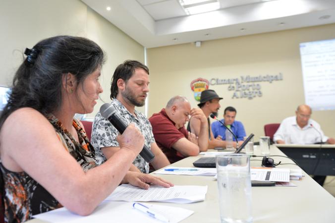 Reunião sobre a lei que regulamenta instalação e funcionamento de circos em Porto Alegre..