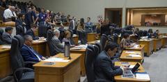 Movimentação de plenário na sessão desta segunda-feira