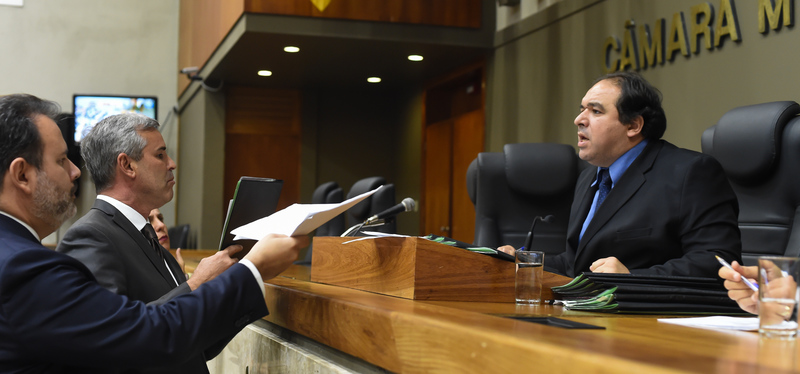 Reunião da Comissão Conjunta. Na foto: vereadores Ricardo Gomes, Mauro Pinheiro e Dr. Thiago (presidente da CCJ)