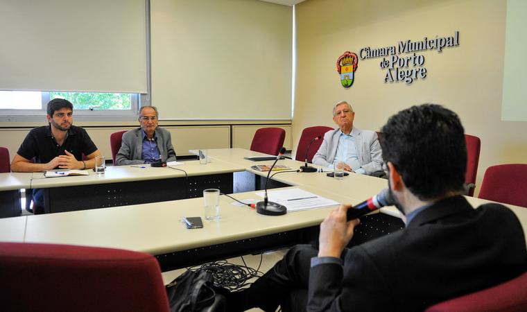 Reunião para debater os custos da educação em Porto Alegre. Na foto, os vereadores Felipe Camozzato, Airto Ferronato, João Carlos Nedel e o Secretário da Smed, Adriano Naves de Brito.