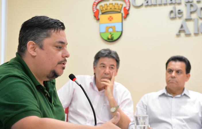 Reunião sobre as providências a respeito do carnaval do Complexo Cultural do Porto Seco. Na foto, ao microfone, o secretário-adjunto da Secretaria Municipal da Cultura, Leonardo Maricato.