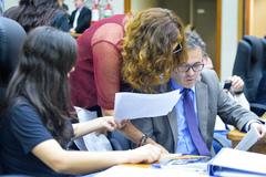 Movimentações de plenário. Na foto, os vereadores Fernanda Melchionna, Sofia Cavedon e Roberto Robaina.