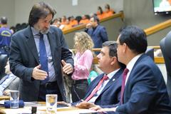 Movimentações de plenário. Na foto, os vereadores Aldacir Oliboni, José Freitas e Alvoni Medina.