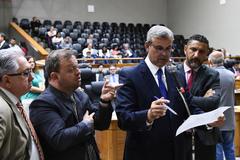 Movimentações de plenário.. Vereadores Adeli Sell, André Carús, Mauro Pinheiro e Claudio Conceição
