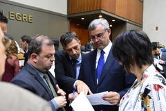 Movimentações de plenário. Vereadores André Carús, Mauro Pinheiro e Comandante Nádia com o secretário municipal de Parcerias Estratégicas, Bruno Vanuzzi