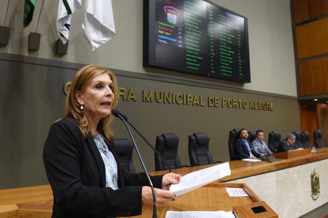 Movimentações de plenário.  Na foto: vereadora Mônica Leal